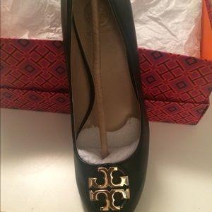 d680af6354 Tory Burch Shoes - NWT Tory Burch Janey Pump (Black)